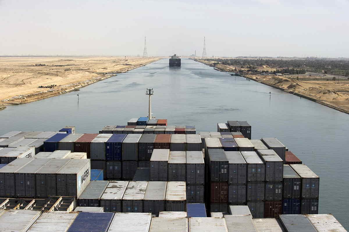Canale di Suez bloccato, perché lo stretto è così importante