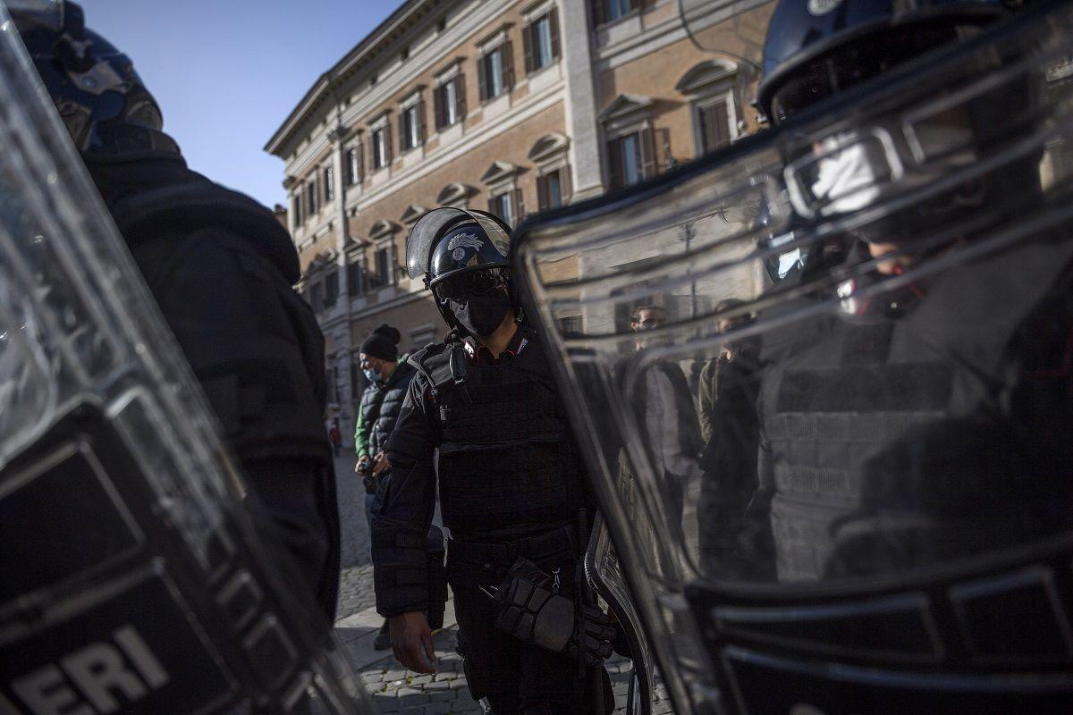 IoApro: in corso a Roma la manifestazione non autorizzata dalla questura. Tensioni con la polizia