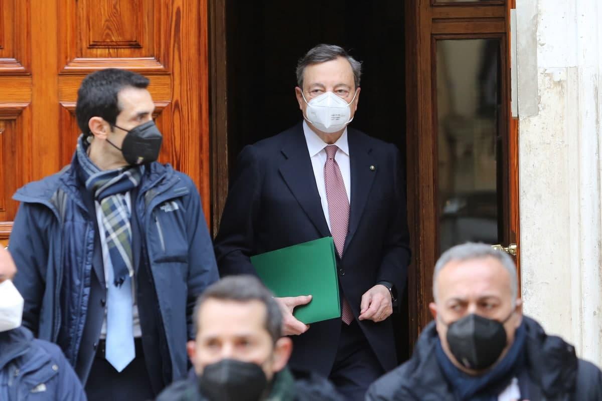 Covid, Draghi firma il decreto Green Pass