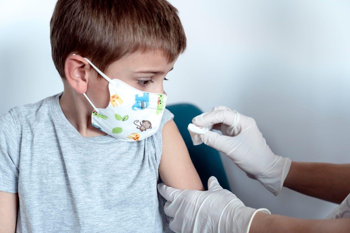 Bambino di 5 anni riceve dose di vaccino Pfizer
