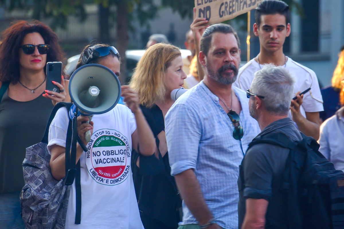 manifestanti no vax in piazza