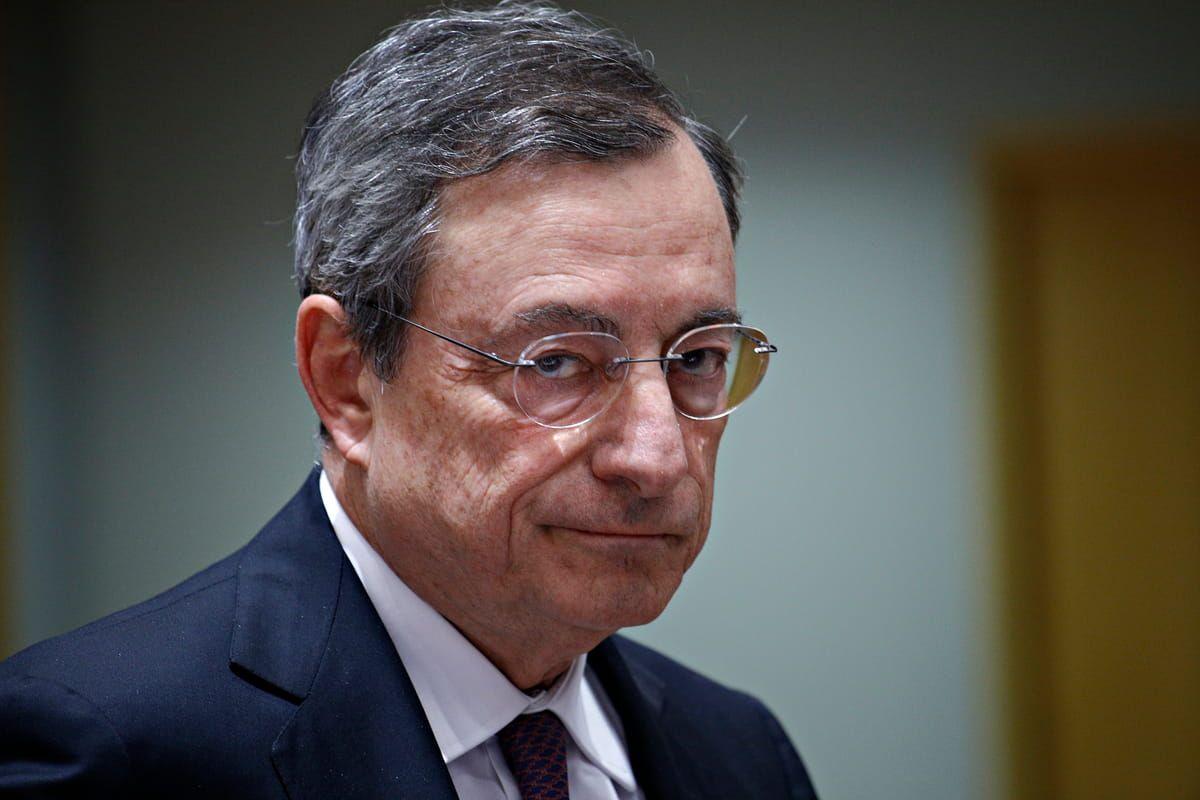 Una foto del presidente del Consiglio Mario Draghi alle prese con la riforma delle pensioni