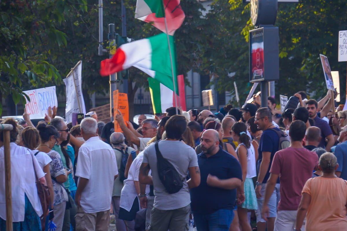 Foto della manifestazione a Roma contro il Green Pass. Arrestati Roberto Fiore e Giuliano Castellino di Forza Nuova