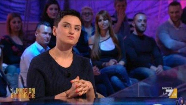 Mara Venier attacca Arisa a Le Invasioni Barbariche: 'Sono offesa, pensi alla sua cultura'