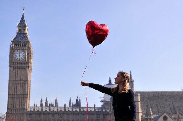 Banksy e la bambina siriana: la piccola con il palloncino denuncia l'orrore della guerra
