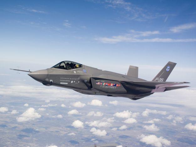 Acquisto caccia F35 per l'Italia: Renzi vuole ridurre di metà