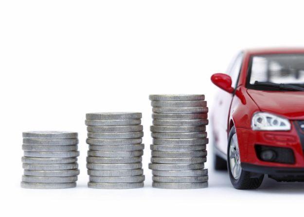 L'auto costa tanto? I trucchi per risparmiare alla guida