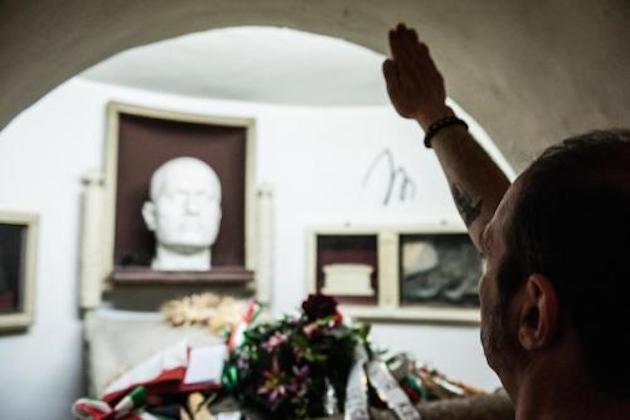 Benito Mussolini morte, è polemica sulle celebrazioni a Predappio