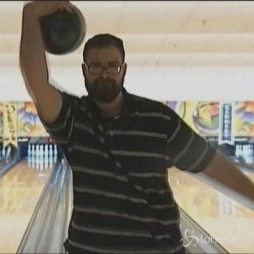 Video divertenti: campione di bowling, ma al contrario