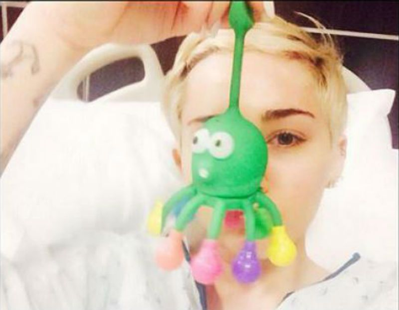 Miley Cyrus in ospedale: nuovo stop per il Bangerz Tour 2014