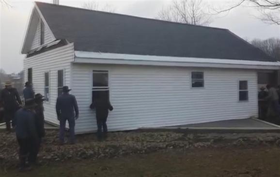 Per sollevare una casa bastano 80 uomini