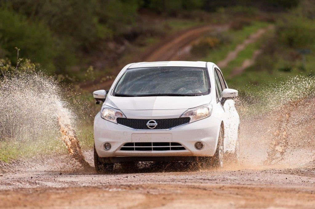 Nissan inventa l'auto che si pulisce da sola