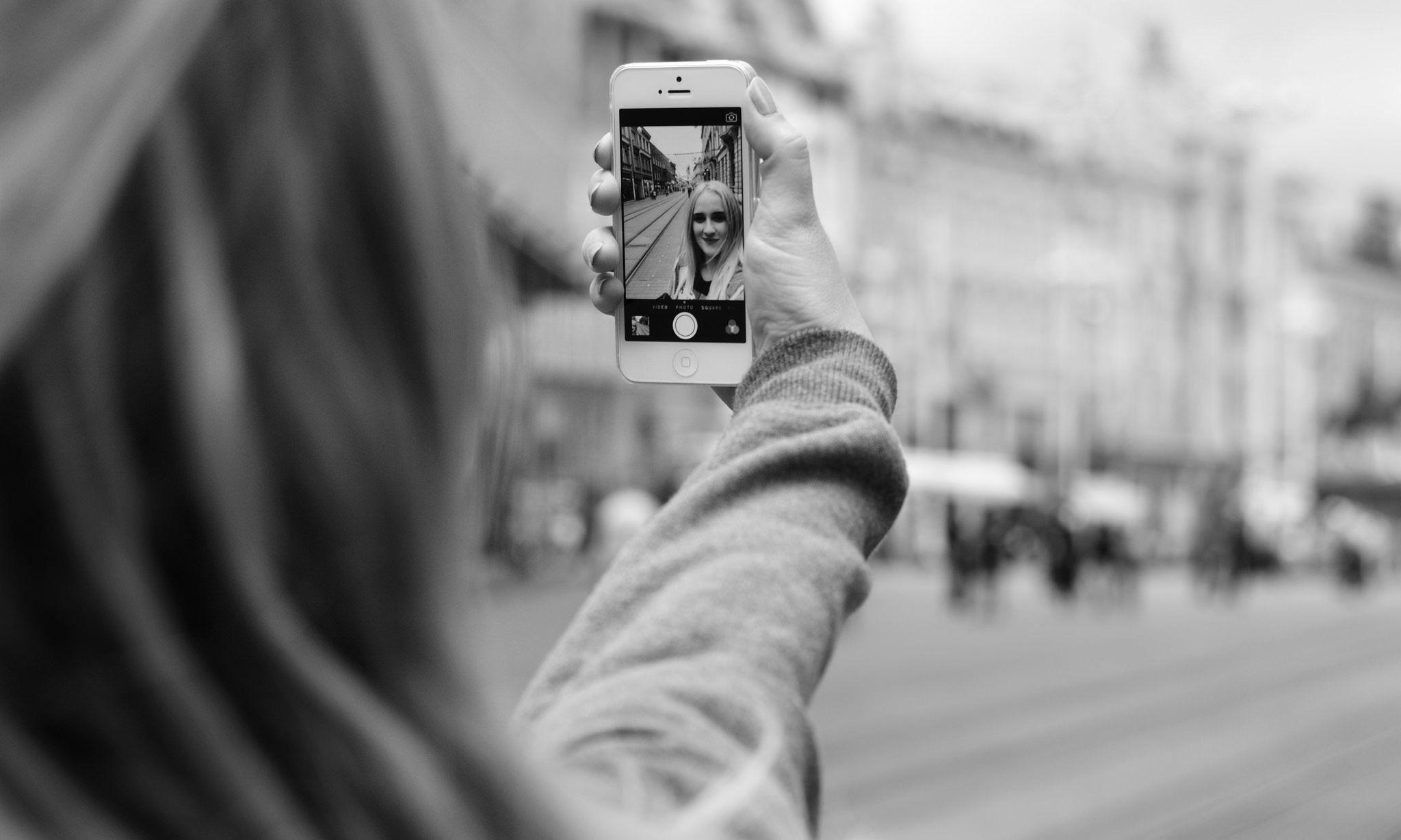 Selfie, 5 trucchi per scattare quello perfetto