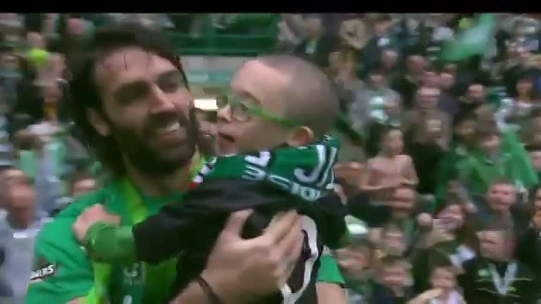 Celtic: bambino down protagonista della festa per lo scudetto