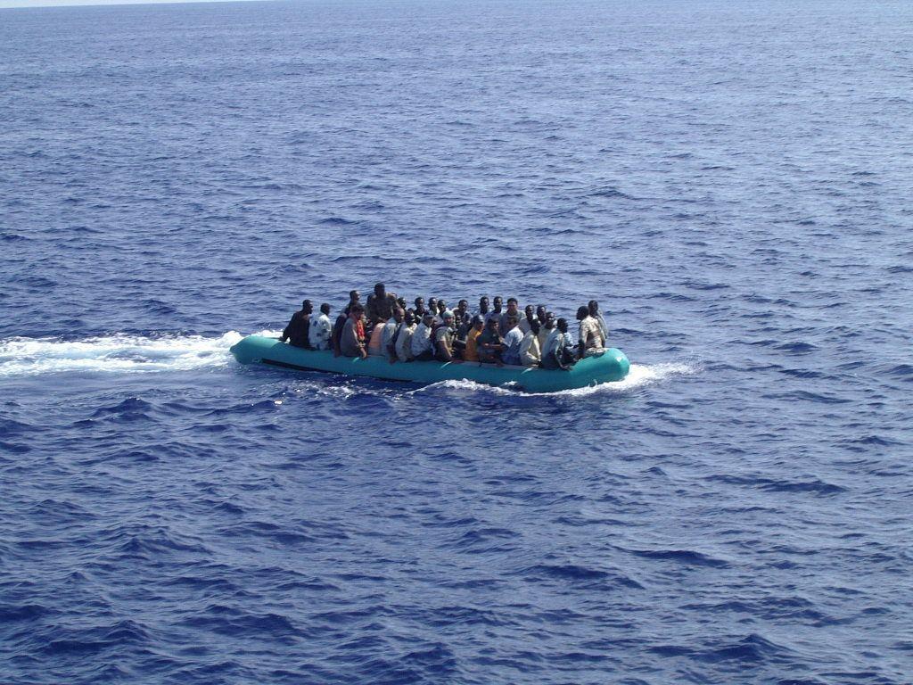 Strage a Lampedusa, Renzi: 'L'Europa salva le banche e non gli immigrati'