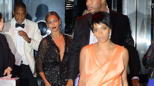 Solange aggredisce Jay-Z