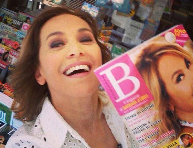 B Magazine, Barbara D'Urso lancia il suo giornale con un selfie