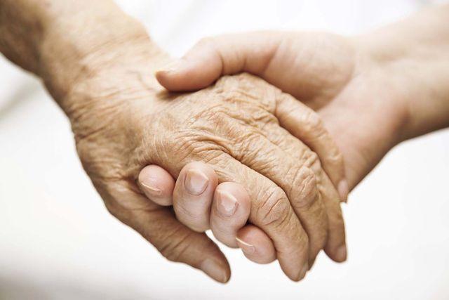 Vegano torna carnivoro con l'Alzheimer: il caso che fa discutere la Svezia