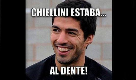 Il morso di Suarez a Chiellini e l'ironia beffarda del web