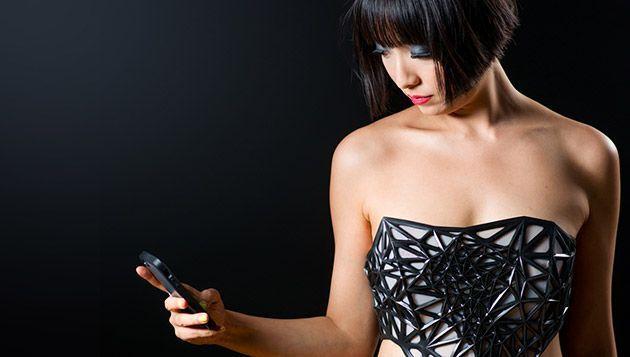 Vestito 3D che diventa trasparente più si naviga online