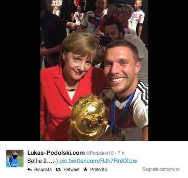 Mondiali Brasile 2014: Angela Merkel festeggia la vittoria della Germania