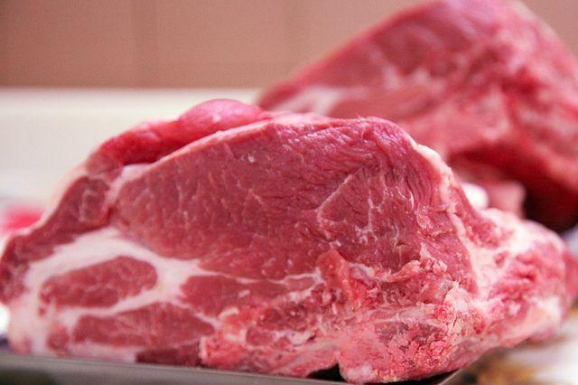 Carni bovine infette e contraffatte: sequestri in corso in tutta Italia