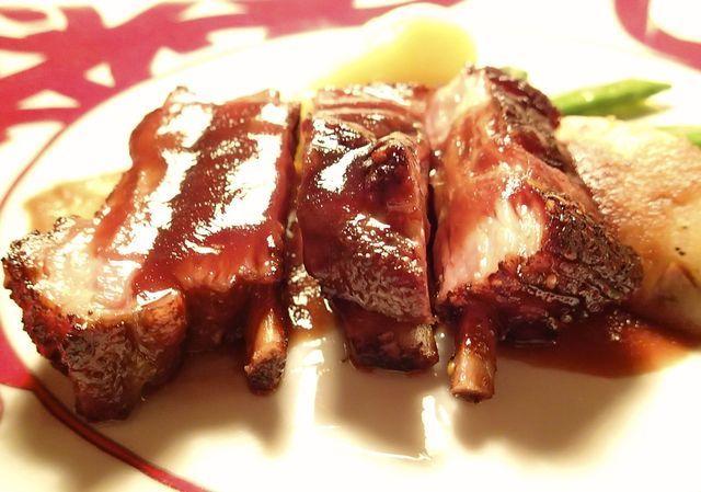 Cibi adulterati: bistecche colorate e pesce con additivi