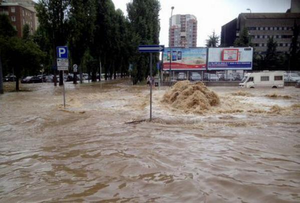 Esondazione Seveso oggi a Milano: aperta voragine di 12 metri