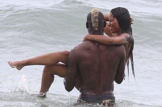 Mario Balotelli e Fanny Neguesha in vacanza sulla spiaggia di Miami