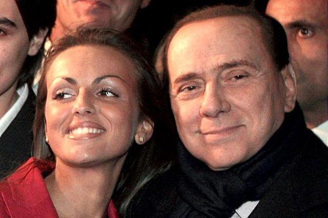 Silvio Berlusconi e Veronica Lario al compleanno di Barbara, l'ex premier: 'Non sposo Francesca Pascale'