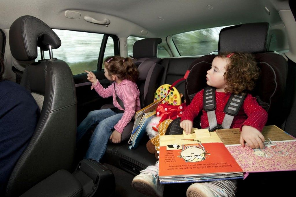Viaggi in auto con i bambini: consigli pratici
