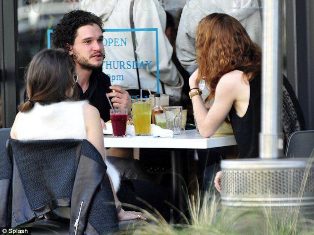 Kit Harington e Rose Leslie fidanzati: le star di Game of Thrones di nuovo insieme