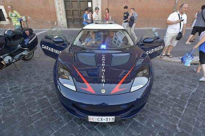 Auto dei Carabinieri: a Roma si pattuglia con la Lotus Evora
