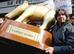 Valerio Staffelli contro il Fatto Quotidiano: a chi va il tapiro?