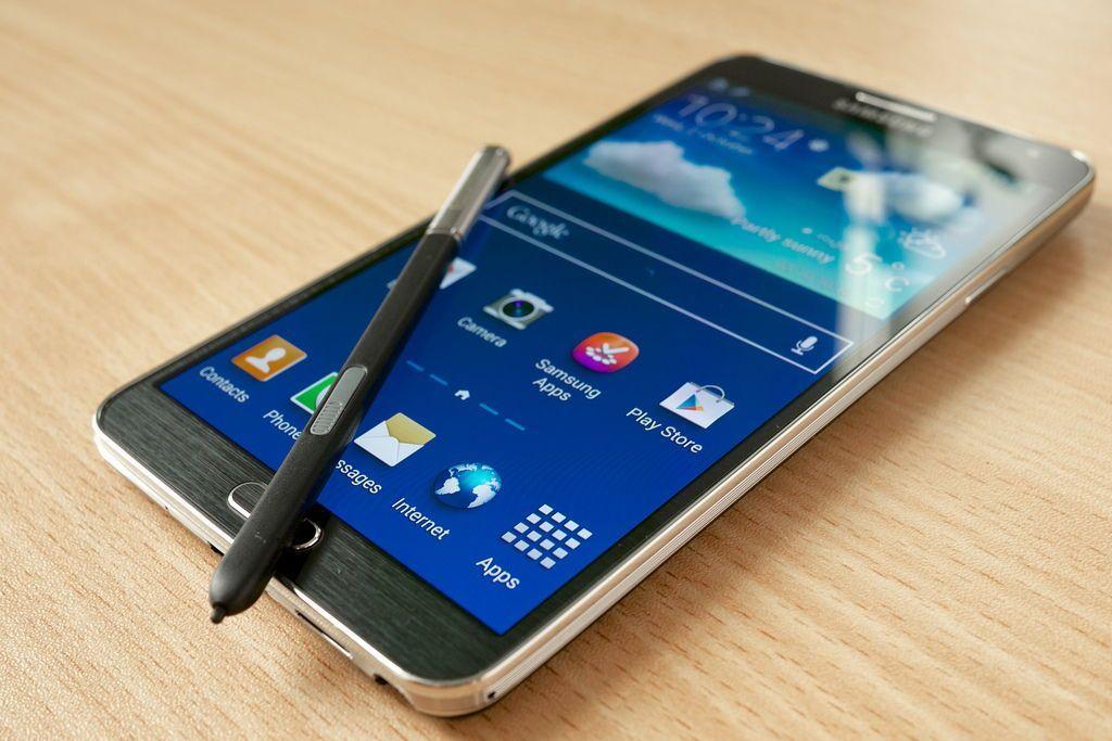 Samsung Galaxy Note 4 anticipa l'uscita per combattere iPhone 6