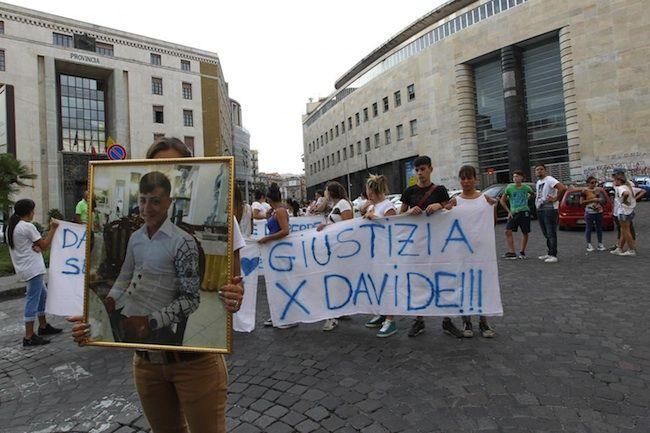 Ucciso dai Carabinieri a Napoli: i funerali di Davide Bifolco