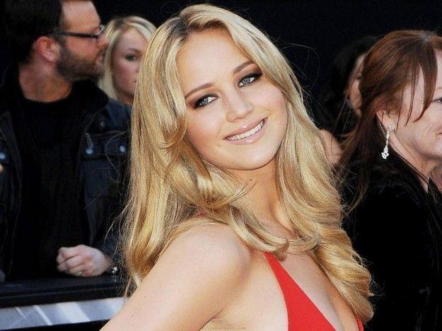 Jennifer Lawrence, foto rubate dal cellulare: scatti intimi rubati da hacker, indaga l'FBI