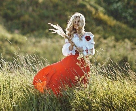 Miss Nazi 2014: i nostalgici di Hitler eleggono la Reginetta di Ostland