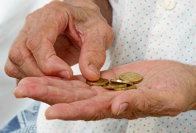 Istat, nel 2013 diminuiti gli italiani a rischio povertà: il rapporto 'Reddito e condizioni di vita'