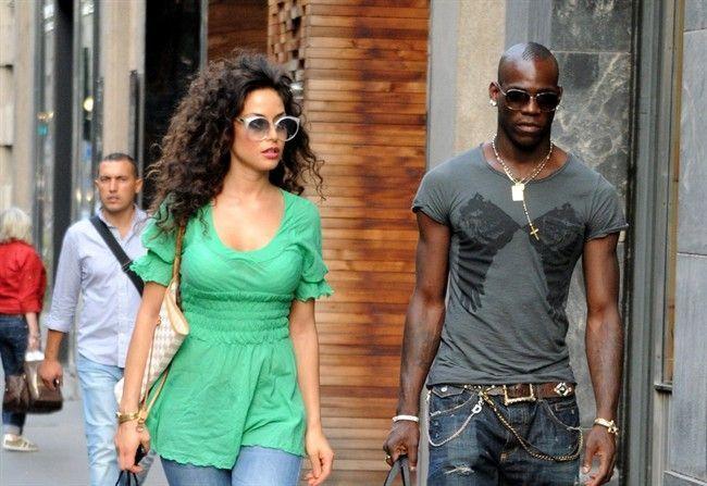 Raffaella Fico e Mario Balotelli insieme a Brescia con la piccola Pia