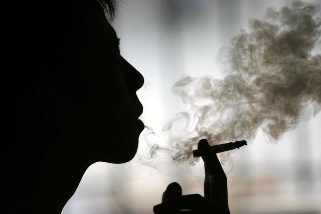 Una sigaretta toglie 14 minuti di vita