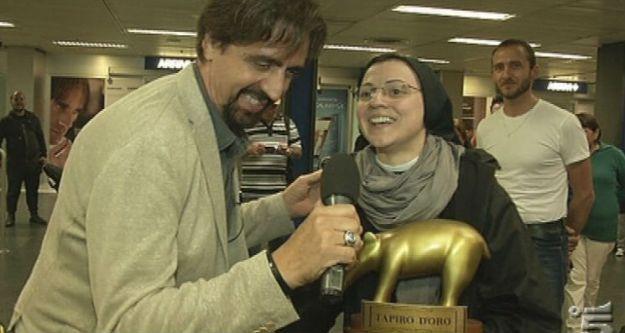 Suor Cristina, Striscia la notizia e il Tapiro d'oro per Like a Virgin