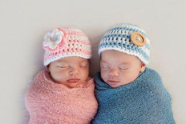 Mamma e figlia partoriscono lo stesso giorno nello stesso ospedale