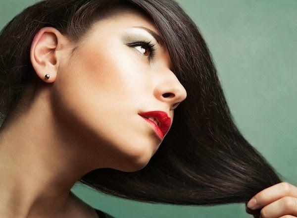 Come curare i capelli naturalmente: 10 consigli da non perdere