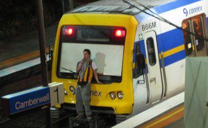Train surfing: aggrapparsi ai treni in movimento, nuova moda tra i giovani