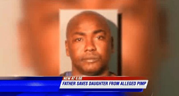 La figlia 12enne è costretta a prostituirsi, lui va dallo sfruttatore con la mazza da baseball