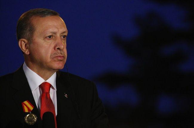 """Erdogan contro le donne: """"Non sono uguali agli uomini, devono solo fare figli"""""""