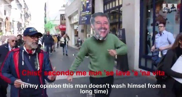 Salvini a Napoli: i cittadini rispondono agli insulti con l'ironia