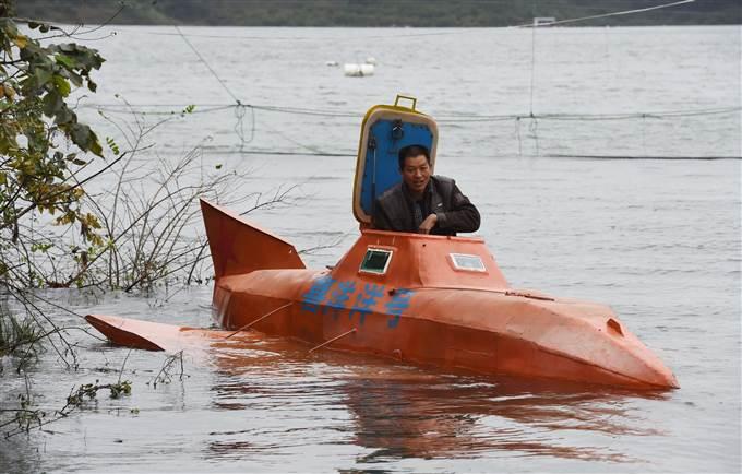 Allevatore cinese costruisce il suo sottomarino per 4mila euro