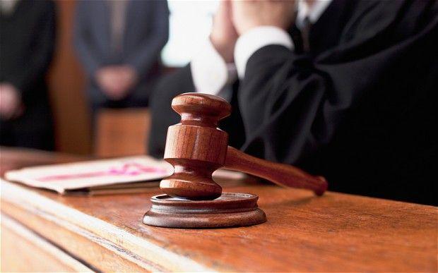 Testimone in tribunale parla in una lingua sconosciuta per un'ora prima che il giudice se ne renda conto